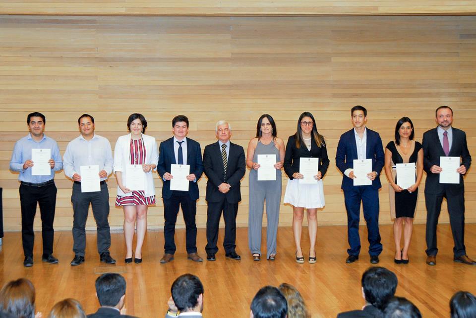 alumnos-graduados-diplomados-uai