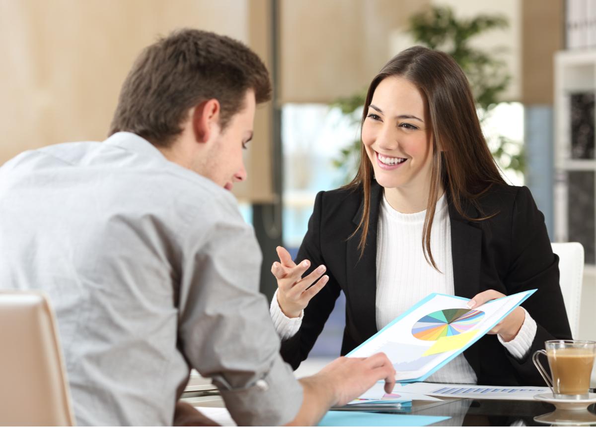 ¿Cómo mejorar la relación del vendedor con otros?